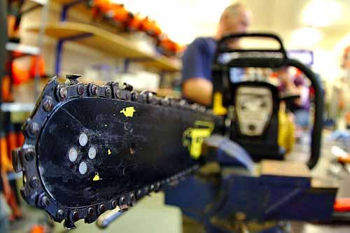 best chainsaw bar oil, best chainsaw oil, chainsaw lube, bar oil for chainsaw, chainsaw bar and chain oil