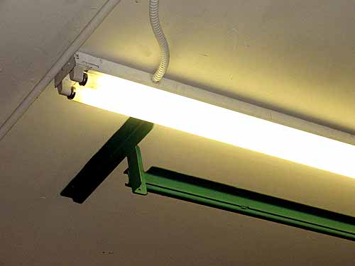 The 4 Best Fluorescent Lights for Garages — Reviews 2018