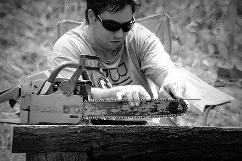 how to square file a chainsaw chain, best chainsaw file, best chainsaw files, how to file rakers on chainsaw, best chainsaw file guide