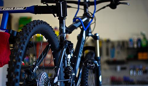 best way to store mountain bike in garage, how to store mountain bike in garage, mountain bike garage, mountain bike rack for garage